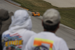 Fans watch #21968 McLaren M6B: Robert Ryan
