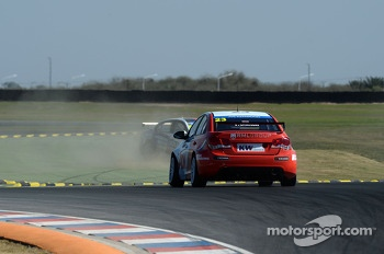 Tom Chilton, Chevrolet Cruze 1.6 T, RML and Franz Engstler, BMW E90 320 TC, Liqui Moly Team off track