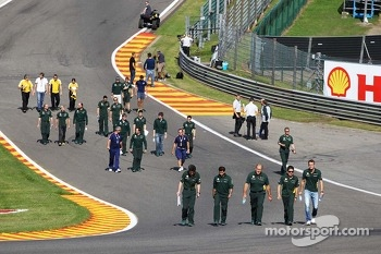 Giedo van der Garde, Caterham F1 Team walks the circuit.