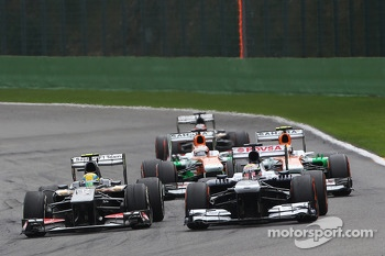 Esteban Gutierrez, Sauber and Pastor Maldonado, Williams battle for position with Adrian Sutil, Sahara Force India, Paul di Resta, Sahara Force India and Nico Hulkenberg, Sauber