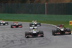 Esteban Gutierrez, Sauber and Kimi Raikkonen, Lotus F1 battle for position