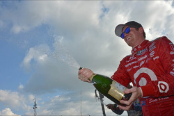 Race winner Scott Dixon, Target Chip Ganassi Racing Honda