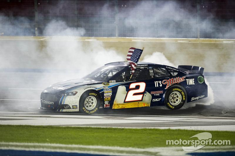 Race winner Brad Keselowski, Penske Racing Ford