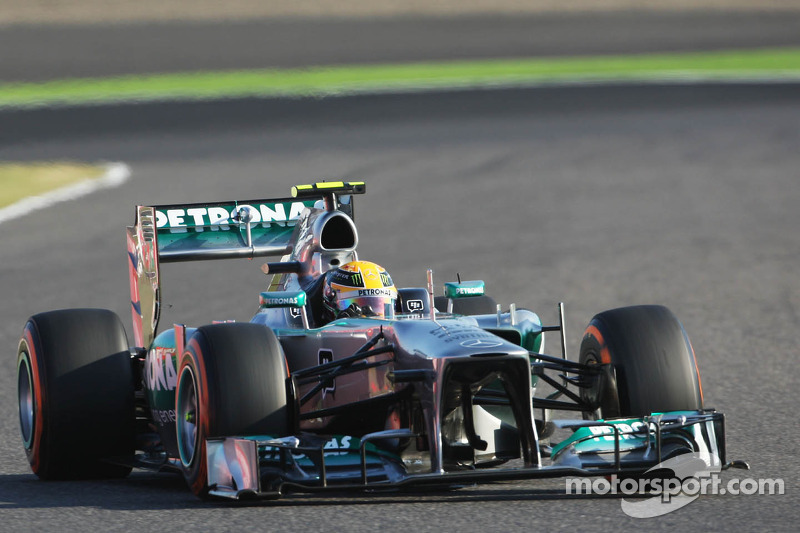 Lewis Hamilton, Mercedes AMG F1 W04 with a puncture on the opening lap of the race