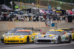 Start: #17 Team Falken Tire Porsche 911 GT3 RSR: Bryan Sellers, Wolf Henzler, Nick Tandy, #3 Corvette Racing Chevrolet Corvette C6 ZR1: Jan Magnussen, Antonio Garcia, Jordan Taylor, #93 SRT Motorsports SRT Viper GTS-R: Jonathan Bomarito, Kuno Wittmer, Tom