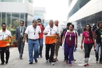 Dr. Vijay Mallya, Sahara Force India F1 Team Owner with Vicky Chandhok