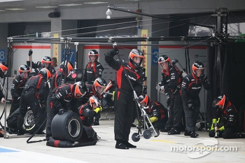 Marussia F1 Team make a pit stop