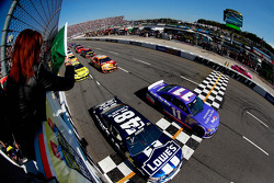 Start: Denny Hamlin, Joe Gibbs Racing Toyota