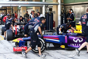 Mark Webber, Red Bull Racing RB9 and Sebastian Vettel, Red Bull Racing RB9 in the pits