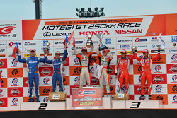 GT500 podium: winners Kazuya Oshima, Yuji Kunimoto, second place Koudai Tsukakoshi, Toshihiro Kaneishi, third place Yuji Tachikawa, Kohei Hirate