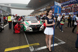 Grid Girl of Gabriele Tarquini, Honda Civic, Honda Racing Team J.A.S.