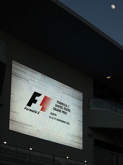 The moon over pitlane