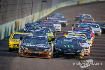 Restart: Matt Kenseth and Kyle Busch lead the field