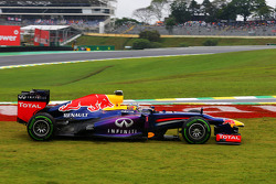 Sebastian Vettel, Red Bull Racing RB9 runs wide