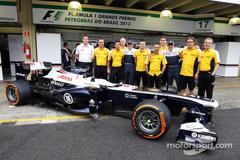 Valtteri Bottas, Williams and Pastor Maldonado, Williams with Renault F1 Sport in a team photograph