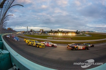 Kyle Busch and Matt Kenseth lead the field