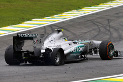 Lewis Hamilton, Mercedes AMG F1 W04 with a punctured rear tyre