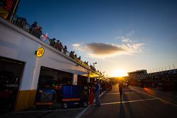 Garage ambiance at sunset