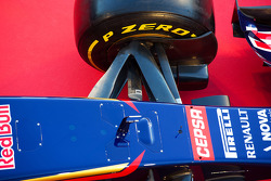 Scuderia Toro Rosso STR9 front suspension detail