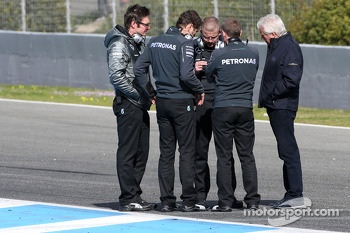 Mercedes AMG F1 Team engineers and Charlie Whiting, Mercedes AMG F1 Team