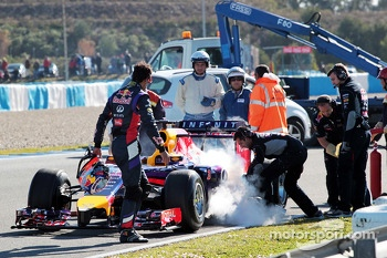 Daniel Ricciardo, Red Bull Racing RB10 stops on the circiuit and extinguisher is applied to the car