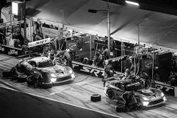 Pit stop for #91 SRT Motorsports SRT Viper GTS-R: Dominik Farnbacher, Marc Goossens, Ryan Hunter-Reay and #93 SRT Motorsports SRT Viper GTS-R: Jonathan Bomarito, Kuno Wittmer, Rob Bell