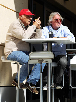 (L to R): Niki Lauda, Mercedes Non-Executive Chairman with Keke Rosberg