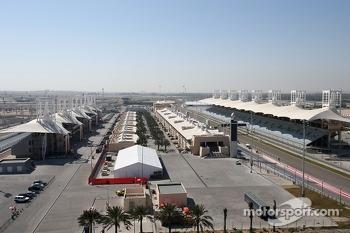 Track atmosphere, paddock