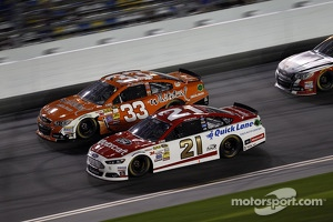 Trevor Bayne, Wood Brothers Racing Ford, Brian Scott, Richard Childress Racing Chevrolet