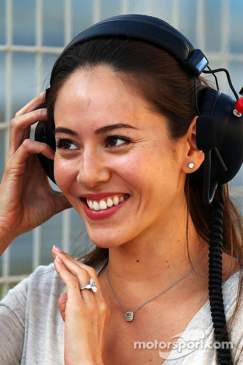 Jessica Michibata, girlfriend of Jenson Button, McLaren, wearing her engagement ring
