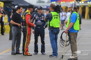 Clint Bowyer, Michael Waltrip Racing Toyota and Kasey Kahne, Hendrick Motorsports Chevrolet