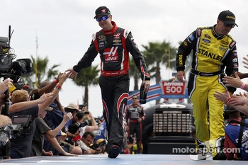 Kurt Busch, Stewart-Haas Racing Chevrolet and Marcos Ambrose, Richard Petty Motorsports Ford