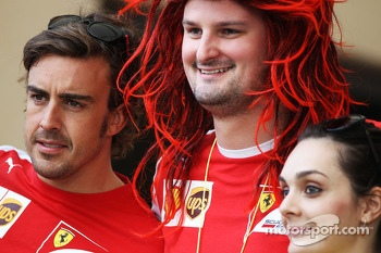Fernando Alonso, Ferrari with Anthony Hvala, Ferrari Competition winner