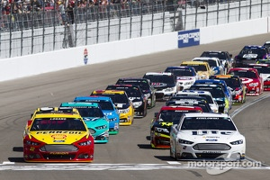 Start: Joey Logano and Brad Keselowski lead