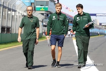 Marcus Ericsson, Caterham walks the circuit