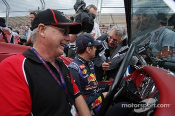 Sebastian Vettel, Red Bull Racing with Gary Anderson, on the drivers parade
