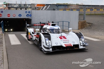 Tom Kristensen arrives at the 24 Hours of Le Mans circuit with the Audi R18 e-tron quattro
