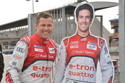 Tom Kristensen with a cut-out of Lucas di Grassi