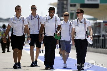 Valtteri Bottas, Williams walks the circuit with the team