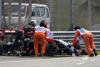Romain Grosjean, Lotus F1 Team stops on track