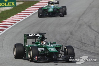 Kamui Kobayashi, Caterham CT05 leads team mate Marcus Ericsson, Caterham CT05