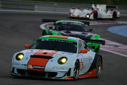 #86 Gulf Racing UK Porsche 911 GT3 RSR: Michael Wainwright, Adam Carroll, Ryan Cullen