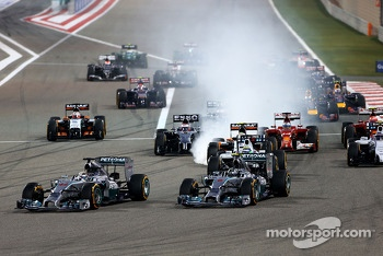 Start of the race, Nico Rosberg, Mercedes AMG F1 Team and Lewis Hamilton, Mercedes AMG F1 Team  06
