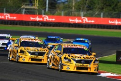 V8SUPERCARS: Michael Caruso chased by James Moffat