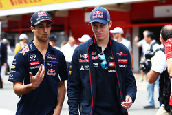 (L to R): Daniel Ricciardo, Red Bull Racing with Daniil Kvyat, Scuderia Toro Rosso on the drivers parade