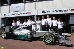 Lewis Hamilton, Mercedes AMG F1 and team mate Nico Rosberg, Mercedes AMG F1 with Dr. Dieter Zetsche, Daimler AG CEO and Toto Wolff, Mercedes AMG F1 Shareholder and Executive Director as Petronas extend their title sponsorship with the Mercedes AMG F1 Team
