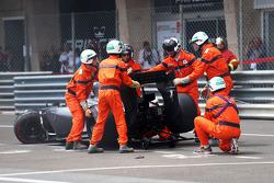 Marshals remove the Sauber C33 of Adrian Sutil, Sauber