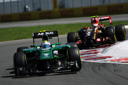 Marcus Ericsson, Caterham CT05 leads Pastor Maldonado, Lotus F1 E21
