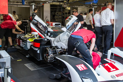 Repairs on the #1 Audi Sport Team Joest Audi R18 E-Tron Quattro