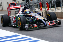 Jean-Eric Vergne, Scuderia Toro Rosso STR9 with flow-vis paint on the front wing
